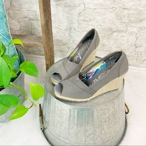 Skechers | Gray Canvas Cali Club Wedges Size 7